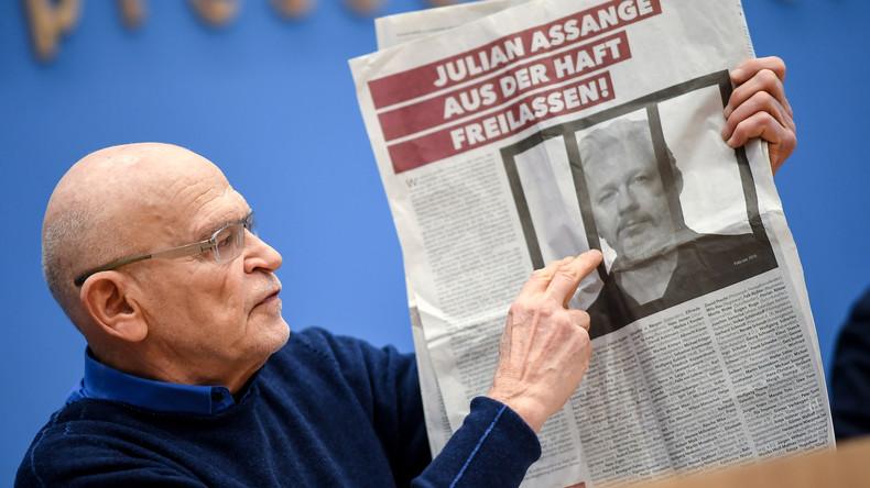 """Komplette Pressekonferenz zum Appell zur Freilassung von Assange: """"Auch hier werden wir angelogen"""""""
