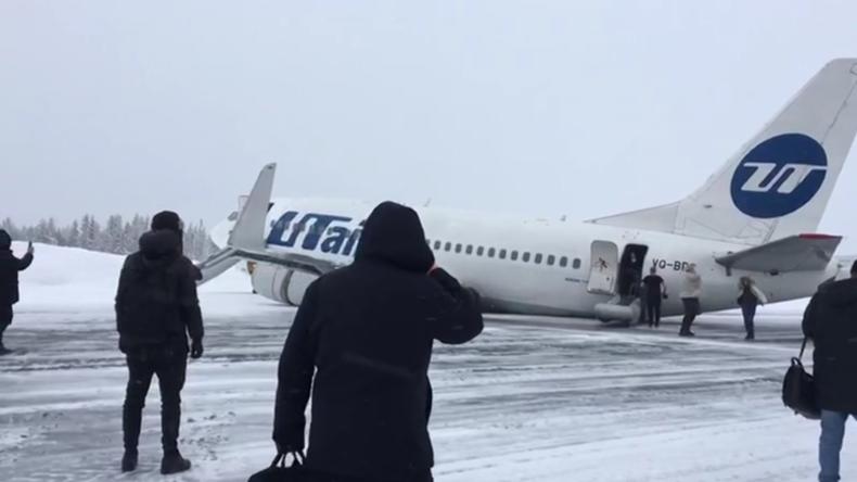 Russland: Harte Landung einer UTair-Boeing von Passagier gefilmt