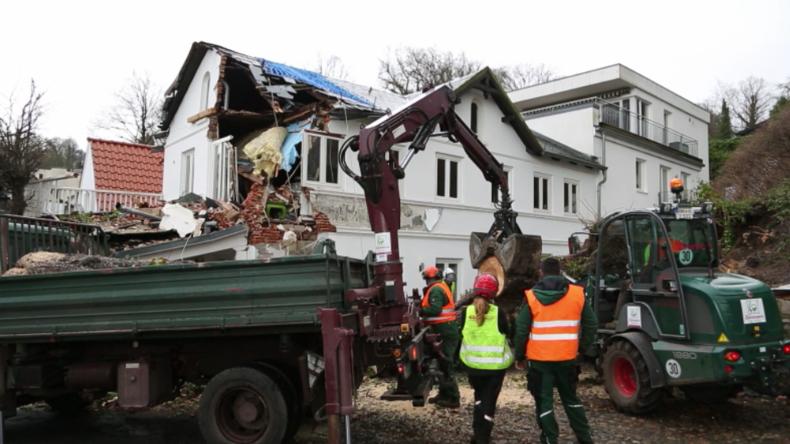 Aufräumarbeiten nach Sabine: Zerstörung in Hamburg und Bayern durch Orkan
