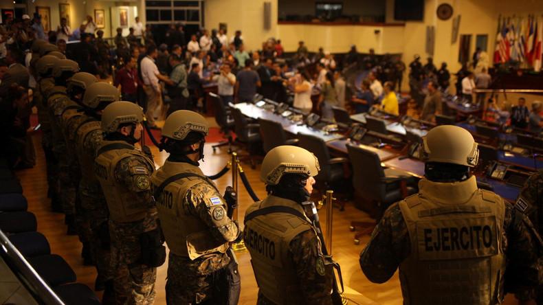 Demokratie mit anderen Mitteln – Präsident El Salvadors schickt Militär ins Parlament