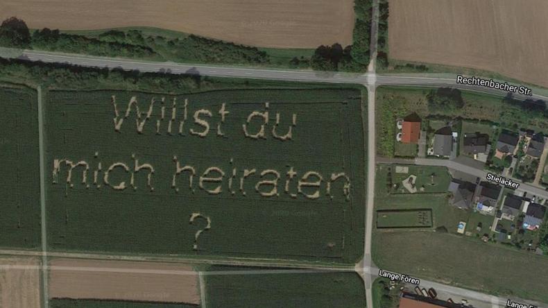 Heiratsantrag aus Hessen wird als Satellitenbild auf Google Maps berühmt