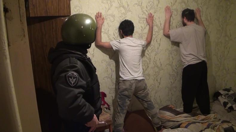 Hundertausende Euro an Islamischen Staat überwiesen: FSB nimmt IS-Helfer nahe Moskau fest (Video)