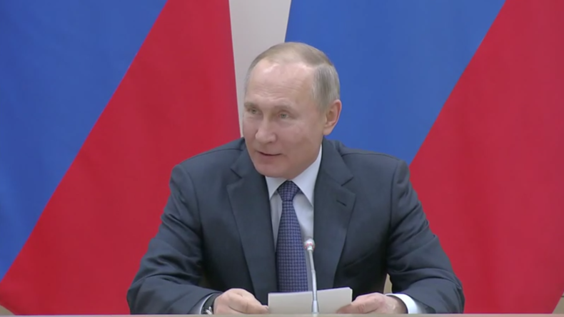 """""""Wenn wir können, dann müssen wir das tun"""" – Putin trifft Arbeitsgruppe für Verfassungsänderungen"""