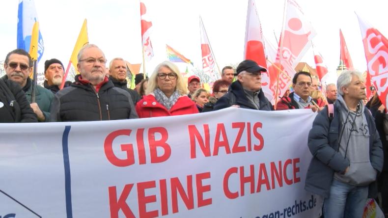 Thüringen: Tausende Antifaschisten protestieren gegen Kemmerich-Wahl und AfD