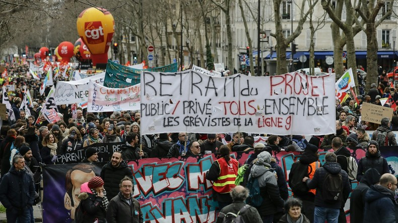 LIVE: Proteste in Paris gegen Rentenreform gehen weiter