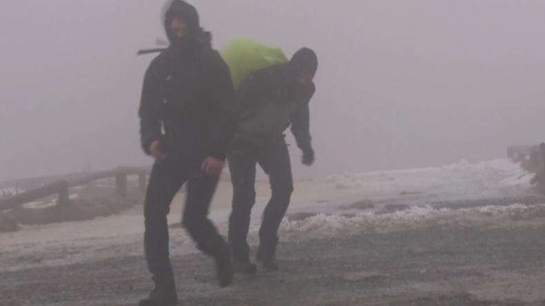 """Wieder Sturm und Touristen auf dem Brocken: """"Ist lebensgefährlich hier, aber schöner Ausblick"""""""