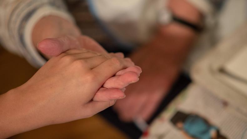 Gericht: Sozialamt darf monatliche Schenkungen an Enkelkinder zurückfordern