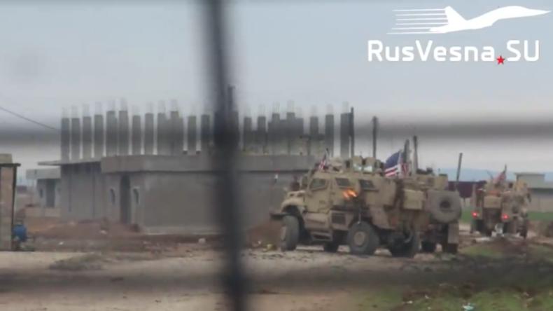 """""""Sie bringen Frieden"""" – Schusswechsel zwischen US-Soldaten und Syrern von russischen Kräften gefilmt"""