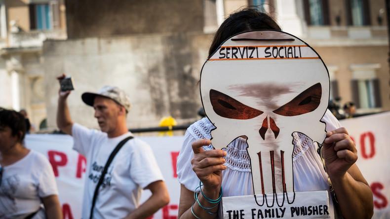 Vom Sorgerecht für Regenbogenfamilien zum Kinderhandel: Der Skandal von Bibbiano kommt vor Gericht