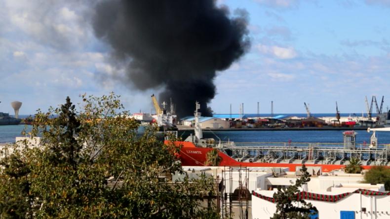 """Libyen: Raketenangriffe auf Hafen von Tripolis wegen """"Erdoğans Waffen und Terroristen"""""""