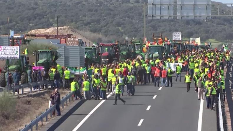 Spanien: Massenproteste von Landwirten in gelben Westen wegen zu niedriger Einnahmen