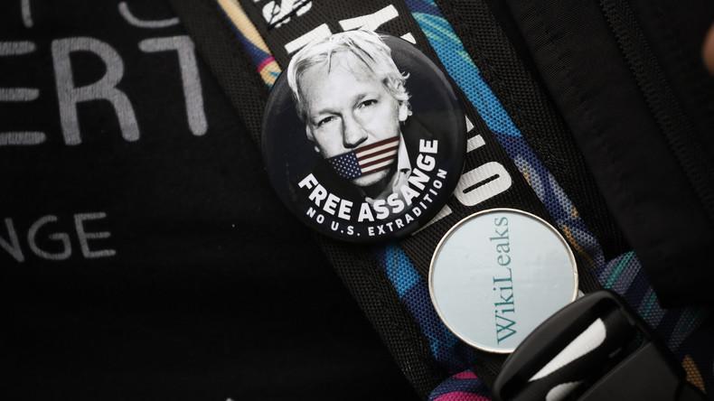 Gefängnisbesuch: Australische Abgeordnete treffen sich mit Assange (Video)
