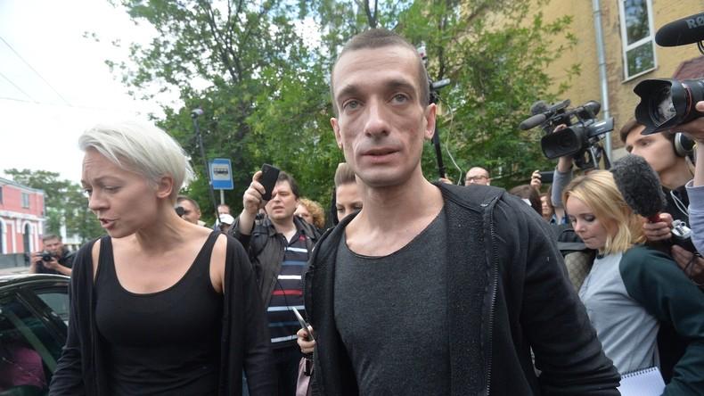 """Frankreich: """"Es ist mein Projekt"""" – Russisches Künstler-Duo hinter politischem Sexvideo-Skandal"""