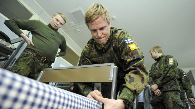 Gleichstellung im Militär: Finnland testet gemeinsame Kasernierung von Frauen und Männern