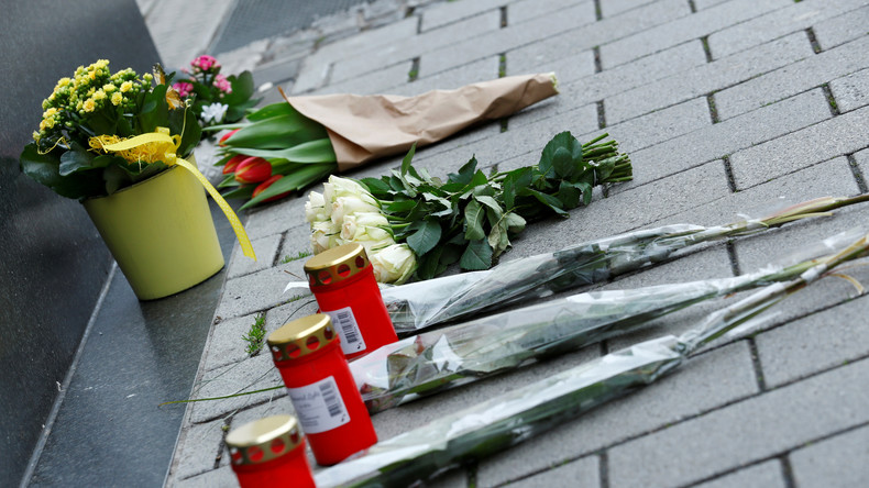 LIVE: Bundesinnenminister Seehofer legt Blumen in Hanau nieder