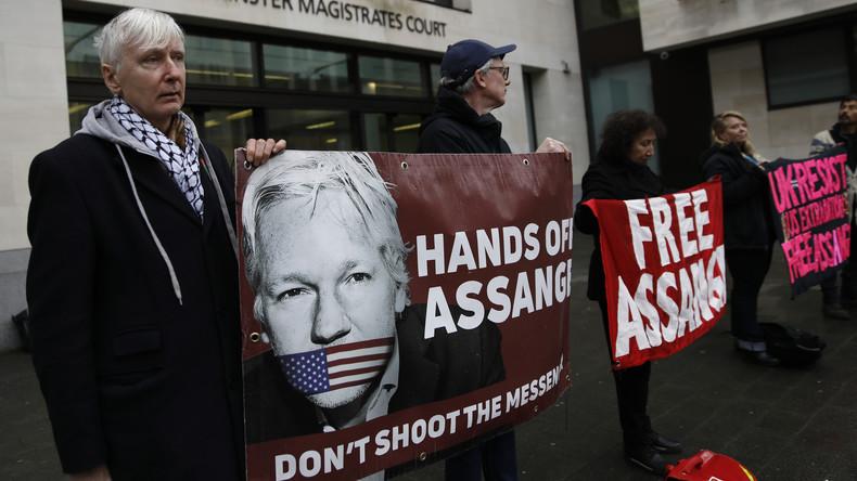 LIVE: Pressekonferenz von Assanges Anwälten und seinem Vater vor der Auslieferungsanhörung in Paris