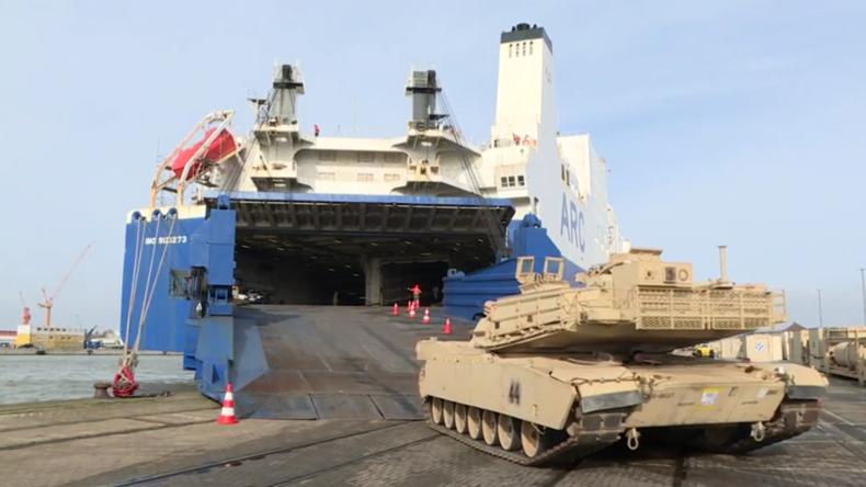 """US-Militärfahrzeuge landen für """"Defender Europe 2020"""" in Bremerhaven"""