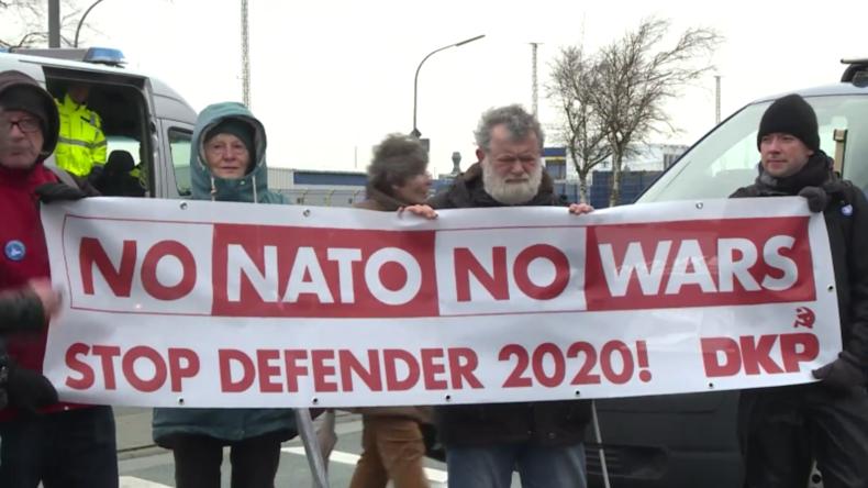 """Hunderte protestieren in Bremerhaven gegen """"Defender Europe 2020"""""""