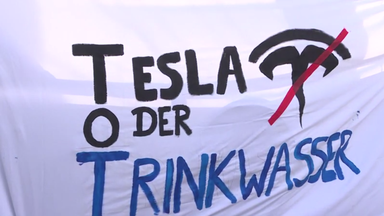 Protestkundgebung gegen Tesla-Fabrik – Waldrodung geht weiter