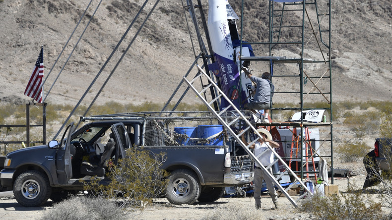 """Stuntman """"Mad Mike"""" stirbt in seiner selbstgebauten Rakete"""