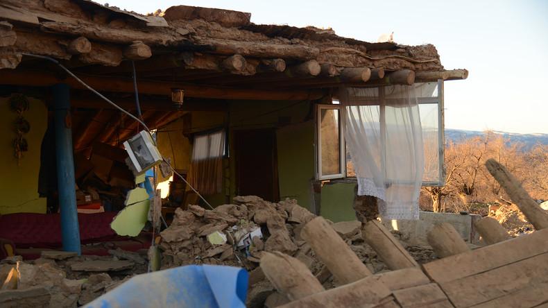 Mindestens neun Tote bei Erdbeben im Osten der Türkei