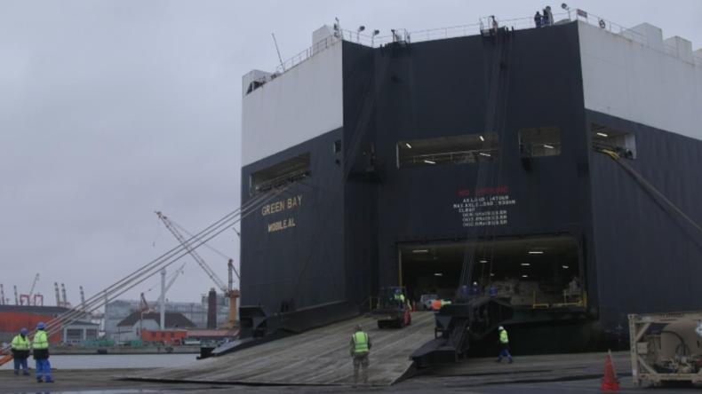 """Bremerhaven: Weiterer Frachter mit Kriegsgerät für US-Manöver """"Defender-Europe 2020"""" angelegt"""