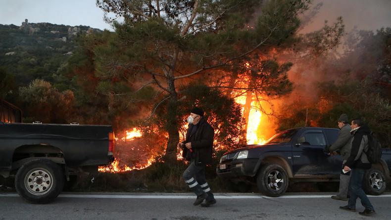 Migrationskrise in Griechenland: Polizei geht gegen protestierende Anwohner vor (Video)