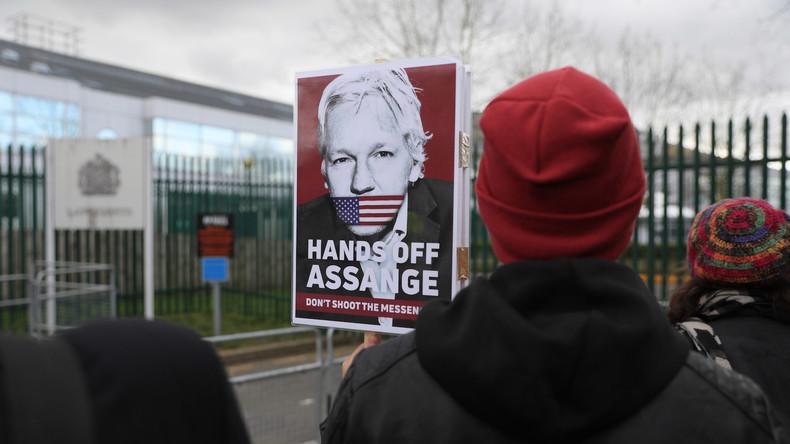 Assange am ersten Anhörungstag: 11 mal in Handschellen gelegt und zweimal nackt durchsucht