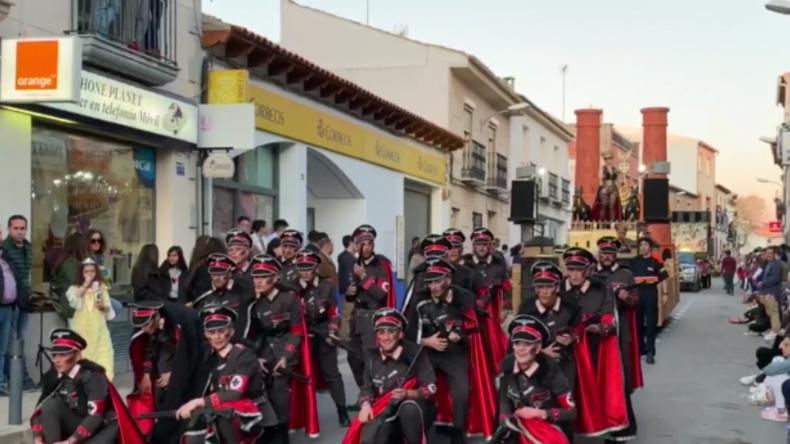 """""""Abscheulich"""" – SS-Show samt Gaskammerwagen und tanzender Nazis in Spanien sorgt für breite Empörung"""