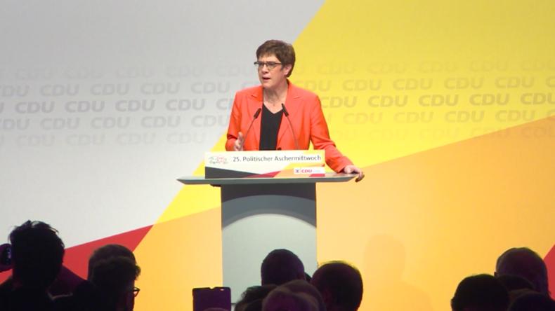 """Kramp-Karrenbauer: """"AfD verteilt unter Kindern Malbücher wie damals die Nationalsozialisten"""""""