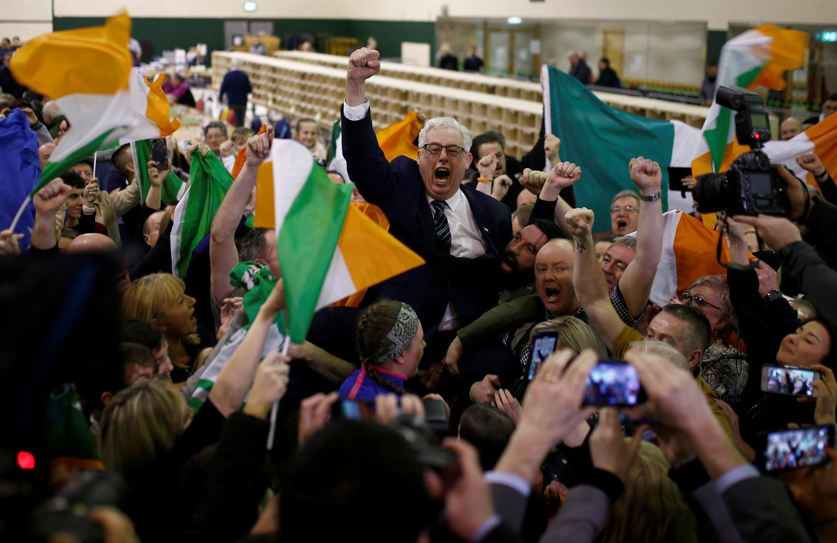 """Irland: """"Linke Nationalisten"""" siegen durch Fokus auf Wohnungskrise und Gesundheitswesen statt Brexit"""