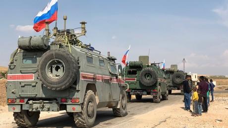 Panzerfahrzeuge der russischen Militärpolizei im syrischen Kobani, Oktober 2019.
