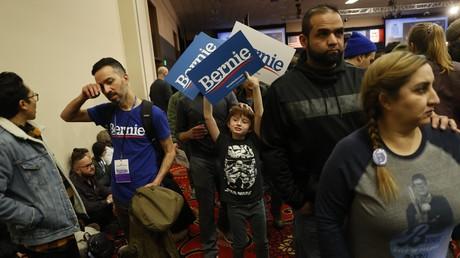 Unterstützer des demokratischen Präsidentschaftskandidaten Senator Bernie Sanders bei einer Kundgebung in Des Moines, Iowa, USA, am 3. Februar 2020.