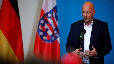 Der neu gewählte FDP-Ministerpräsident von Thüringen, Thomas Kemmerich, gibt am 5. Februar 2020 in Erfurt eine Erklärung ab.