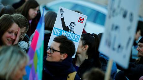 Die Vorkommnisse in Thüringen treiben die Menschen auf die Straßen.