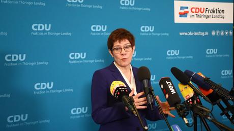 Die CDU-Chefin Annegrett Kramp-Karrenbauer tritt nach einer fünfstündigen Sitzung der Thüringer Landtagsfraktion am 7. Februar vor die Presse.