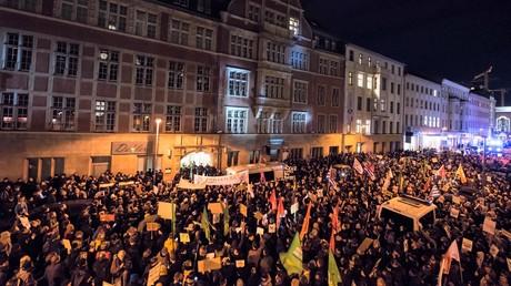 Proteste in Erfurt gegen die Ergebnisse der Wahl des Ministerpräsidenten am 5. Februar 2020.