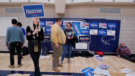 Sie müssen sich nun mit dem zweiten Platz begnügen: Die Anhänger von Bernie Sanders während der Vorwahlen in Iowa. Der Senator wurde nach offizieller Auszählung knapp von Pete Buttigieg geschlagen. (Des Moines, Iowa, 3. Februar 2020)