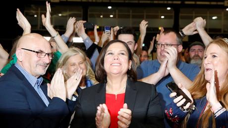 Die Vorsitzende der Sinn Féin, Mary Lou McDonald, während der Wahlnacht in einem Auszählungszentrum in Dublin, Irland, am 9. Februar 2020.