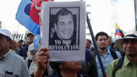 Anhänger des früheren Präsidenten Rafael Correa protestieren im November 2018 vor dem Obersten Gerichtshof in der ecuadorianischen Hauptstadt Quito wegen möglicher