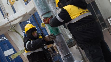Mitarbeiter des Ölkonzerns Rosneft bei einer Bohrung auf dem russischen arktischen Schelf.