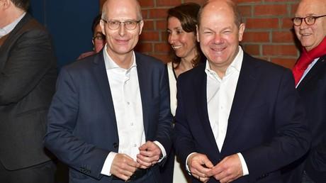 Bundesfinanzministers und Landesvorsitzender: Olaf Scholz und der designierte Erste Bürgermeister Dr. Peter Tschentscher beim Landesparteitag der SPD-Hamburg am 24.03.2018