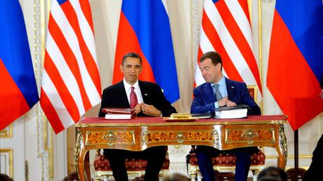 Obama und Medwedew bei der Unterzeichnung des Vertrags im April 2010 in Prag