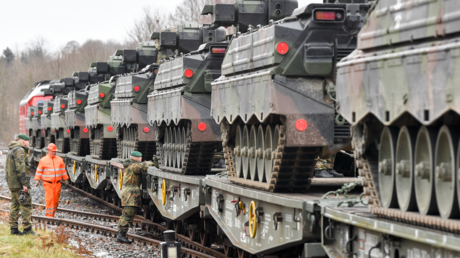 Deutsche Panzer auf dem Weg nach Litauen im Januar 2020