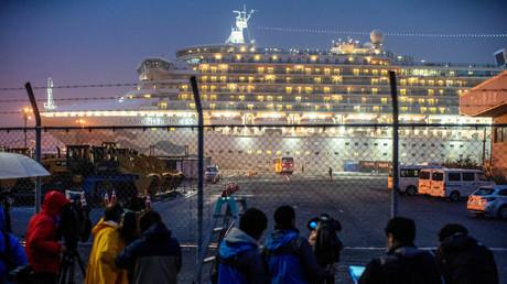 Das Kreuzfahrtschiff Diamond Princess im Hafen von Yokohama.