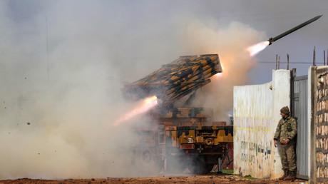 Die türkische Armee beschießt in der syrischen Provinz Idlib reguläre syrische Truppen von Präsident Baschar al-Assad (Bild vom 14. Februar).
