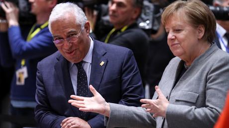 Bundeskanzlerin Angela Merkel auf dem EU-Sondergipfel zum Haushaltsstreit am 21. Februar im Gespräch mit Portugals Ministerpräsidenten António Costa