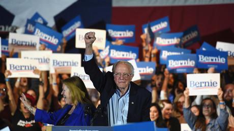 Bernie Sanders,  hier bei einer Wahlkampfkundgebung am 22.02.2020 in San Antonio, Texas, hat bei der Vorwahl in Nevada laut Hochrechnungen haushoch gewonnen.