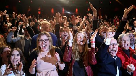 Später etwas gedämpfter: Jubel auf der SPD-Wahlparty am Sonntagabend