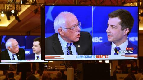 Senator Bernie Sanders und der ehemalige Bürgermeister von South Bend, Pete Buttigieg, während einer Debatte in Las Vegas, Nevada, USA, am 19. Februar 2020.